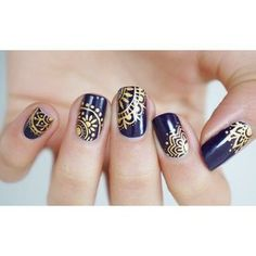 Opting for bright colours or intricate nail art isn't a must anymore. This year, nude nail designs are becoming a trend. Here are some nude nail designs. Dark Nails, Matte Nails, Blue Gold Nails, Matte Gold, Acrylic Nail Art, Gel Nail Art, Mandala Nails, Stamping Nail Art, Super Nails