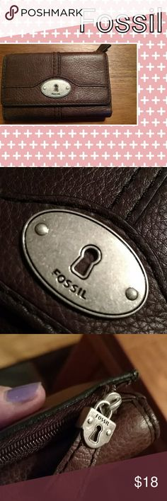 Fossil weather Brown leather Fossil wallet. Great condition. Fossil Bags Wallets