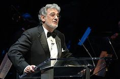 Plácido Domingo is a Spanish Conductor. He was born in 1941 and is 73 years old. Music Icon, Live Music, Placido Domingo, Reality Tv Stars, Classical Music, My Passion, New Life, All About Time, Acapulco