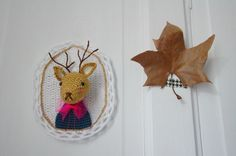 and a leaf Crochet Deer, Crochet Motif, Crochet Animals, Crochet Yarn, Crochet Toys, Handmade Toys, Handmade Art, Cloche, Crochet Home Decor