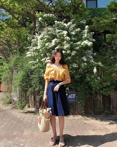 Wicked 7 Beautiful Korean Girl OOTD Styles That Make Hangouts More Enjoyable At present, South Korean style trends are often in the spotlight, both from skin care, make-up to Korean Girl OOTD Style trends. Not just about cultur. Korean Fashion Summer, Korean Fashion Trends, Korean Street Fashion, Korea Fashion, Japanese Fashion, Asian Fashion, Trendy Fashion, Fashion Looks, Fashion Outfits