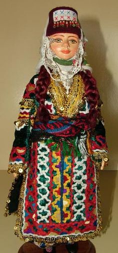 Clay Dolls, Art Dolls, Folk Costume, Costumes, Paper Clay, Traditional Outfits, Diy And Crafts, Elsa, Kaftan