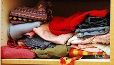 Pakain dilemari kamu suka berbau apek ? Jika iya, cobalah beberapa tips ringan berikut ini yang sering digunakan untuk mengatasi bauk apek dalam lemari