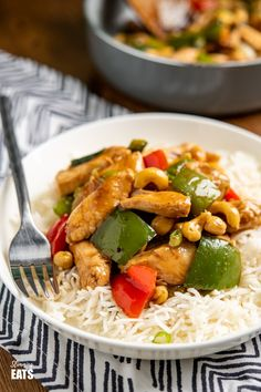 Low Syn Chinese Cashew Chicken - amazingly tender pieces of chicken in a delicious sauce with cashew nuts and vegetables. Dairy Free, Slimming World and Weight Watchers friendly. Nut Recipes, World Recipes, Curry Recipes, Clean Recipes, Chicken Recipes, Dinner Recipes, Cooking Recipes, Healthy Recipes, Healthy Dinners