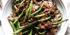 Sesame Ginger Beef Stir Fry (sub sugar for keto) Stir Fry Recipes, Meat Recipes, Asian Recipes, Dinner Recipes, Cooking Recipes, Chinese Recipes, Sirloin Recipes, Recipies, Kabob Recipes