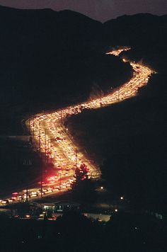 Traffic snakes along Sierra Highway in Canyon Country early on the moring of Jan. 21 as commuters try to get through Newhall Pass. Northridge Earthquake, Earthquake And Tsunami, Canyon Country, San Fernando Valley, Scary Places, Daily News, Snakes, Southern California, Photo And Video
