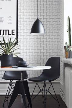 Ny tapetkollektion från Eco, Black&White . En serie tapeter för dig som gillar grafiska mönster. Även om man har valt två ickefärger så blir det stor variation och väldigt olika intryck . Formgivaren
