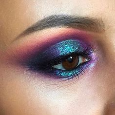 These winter eyeshadow looks are great for the upcoming season and holidays! Check out these winter eyeshadow makeup looks! Makeup Trends, Makeup Inspo, Makeup Art, Beauty Makeup, Hair Makeup, Teal Eye Makeup, Metallic Eye Makeup, 1920s Makeup, Galaxy Makeup