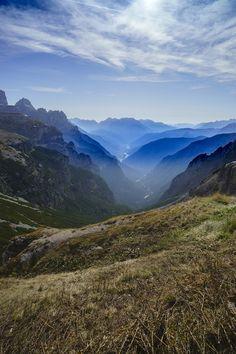 Ein Ausblick auf das Bergmeer von Südtirol. #retterreisen #reisebüroretter #aktivreise #wandern (c) Wolfgang Menzel Mountains, Nature, Travel, Hiking, Naturaleza, Viajes, Destinations, Traveling, Trips