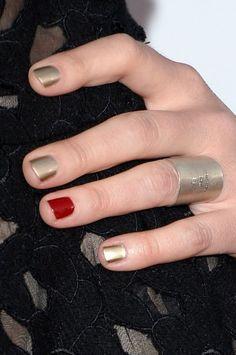Sara Bareilles' nails at the People's Choice Awards