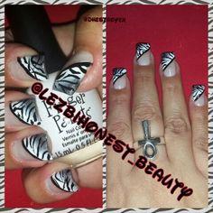 I have a#spongeing#addiction....#granidant#white&#gray#zebra#patern#ombre#fingerpaintsin#meetmeatthemet&#papermache#naillife#nailpolish#nailaddict#nailart#nails#blackheartin#black#myart#mypaint#mylife#myworld#ilovewhatido#shortnails#sassy