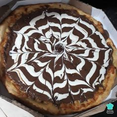 Receita de Pizza doce de chocolate #pizzadoce #pizzadechocolate #sobremesa #receita #receitafácil Pizza Recipes, Food Preparation, Allrecipes, Mousse, Pie, Treats, Candy, Ethnic Recipes, Sweet