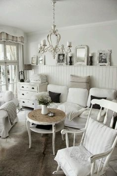 Shabby Chic Furniture In a family room, try to arrange your furniture into centers. Casas Shabby Chic, Shabby Chic Mode, Simply Shabby Chic, Shabby Chic Farmhouse, Shabby Chic Kitchen, Shabby Cottage, Shabby Chic Style, Cottage Chic, Shabby Chic Decor