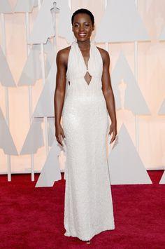 Lupita Nyong'o en su Calvin Klein deslumbró la #AlfombraRoja de #Oscars2015 + vestidos en Pinterest