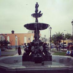 Fuente en la Plaza Italia, Barrios Altos , Lima - Perú