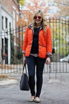 Must-have: kolorowa kurtka. Do licha z płaszczykami podszytymi wiatrem zamiast puchową podszewką!  Bows & Sequins  Więcej na ModaCafe!