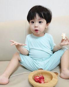 Cute Asian Babies, Korean Babies, Asian Kids, Cute Babies, Cute Baby Boy, Cute Little Baby, Little Babies, Kids Z, Cute Kids