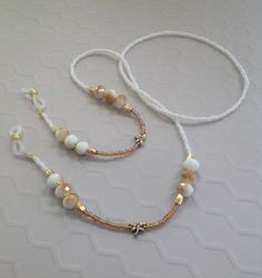 Dainty Jewelry, Beaded Jewelry, Jewelry Necklaces, Handmade Jewelry, Beaded Bracelets, Couleur Or Rose, Diy Necklace, Pearl Necklace, Eyeglasses