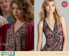 Haley's paisley printed zip front top on Modern Family. Outfit Details: http://wornontv.net/20269 #ModernFamily #ABC