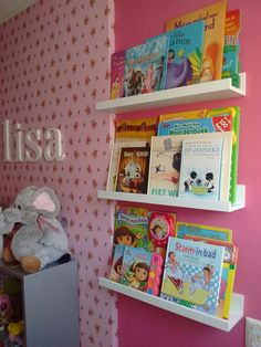 Boeken hebben een mooi plekje op de mosslanda fotoplanken van Ikea