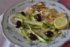 Hoy cocina Vivi: Ensalada de hinojo, espárragos verdes y Halloumi a la plancha al aceite de cilantro #Ponunaensalada 2016 Halloumi, Cilantro, Sprouts, Vegetables, Food, Fennel Salad, Salads, Cooking, Planks