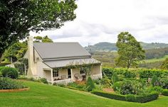Styling by Coty Farquhar: Lynwood Farm, Robertson - A beautiful, beautiful home and garden.