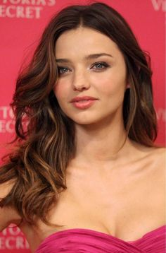 http://mirandakerrweb.net/Photos/albums/appearances/2011/VS2011fantasytreasurebraunveiling/8.jpg