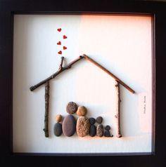 Eine einzigartige Weihnachten Geschenk - A Unique Familie Geschenk - benutzerdefinierte Familie-Kunstwerk - Familie von fünf Kiesel Kunst - Familie von fünf und Hund Kunst - Familie Geschenk - Tier-Liebhaber-Geschenk zur Feier Liebe, Familie und Gemeinsamkeit. ✿ Original Kiesel-Art mit einem Sinn für Romantik, Geheimnis und Magie. ✿ Kommt in 8 x 8 Zoll schwarz Shadow-Box-Stil-Rahmen mit Glas. ✿ Kommt von mir signiert. ✿ Kann auf Wunsch personalisiert werden. ●●▬▬▬▬▬▬▬▬▬●✿●▬▬▬▬▬▬▬▬▬●...