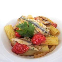 Ricetta per la creazione di un'ottima pasta con alici e pomodorini ciliegino, solo su Fresco Pesce!
