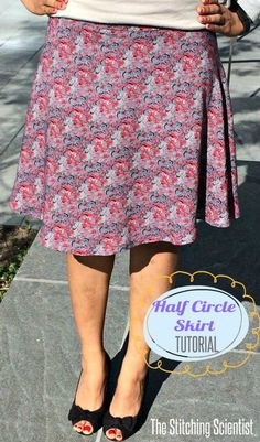 Remona from The Stitching Scientist shares a tutorial showing how to make a half circle skirt. A half circle skirt has less fullness than a full circle skirt and requires less fabric. Circle Skirt Pattern, Circle Skirt Tutorial, Skirt Pattern Free, Skirt Patterns Sewing, Sewing Patterns Free, Free Sewing, Skirt Sewing, Coat Patterns, Blouse Patterns