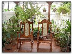 detalle de la terraza con plantas naturales Arch, Outdoor Structures, Garden, Yellow Submarine, Havana, Hotels, Apartments, Museums, Longbow