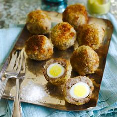 Wedding Food These scotch quails' eggs are a real show-stopper. Make sure you have enough to satisfy demand! - These beauties are a real show-stopper. Make sure you have enough to satisfy demand! Canapes Recipes, Egg Recipes, Cooking Recipes, Canapes Ideas, Picnic Recipes, Sandwich Recipes, Christmas Canapes, Christmas Buffet, Gourmet