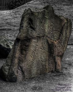 The Brandsbutt Stone is a rough slab of dark whinstone, its face is incised with two widely used Pictish symbols – a crescent and V-rod above a serpent and Z-rod. You can find it about a mile North-West of Inverurie, Scotland Ancient Ruins, Ancient Artifacts, Ancient History, Religions Du Monde, Vikings, Scotland History, Celtic Culture, Celtic Art, Stone Carving