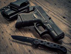 #photographer #photography #ryanwelborn #fitphotographer #nikon #d7200 #beautiful #firearmphotography #gunphotography #weapon #weapons #gun #guns #firearms #firearm #tactical #tacticalphotography #handgun #igguns #pistol #handgun #glock #glock26 #gunsofinstagram #knife #crkt #ccw #carry #carrygun #9mm by ryanlwelborn