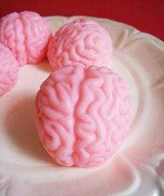 strawberry brain soap set, cleanliness and anatomy at the same time :O Soap Favors, Party Favors, Game Party, Nurse Gifts, Gag Gifts, Martha Stewart, Soap Sculpture, Sculptures, Halloween Favors