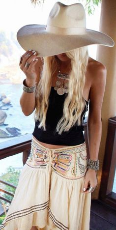 Street Style | Lookbook | Fashion News | Must-Have Essentials For A Boho Chic Style | http://getstyled.net