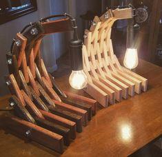 Kostenloser Versand USA Skorpion-Wave-Tischlampe Holz