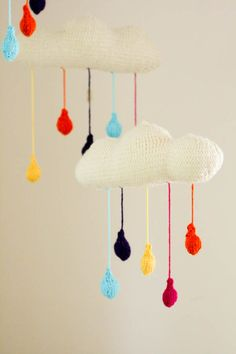 lana wool diy crochet knit móvil bebé baby mobile nubes clouds miraquechulo