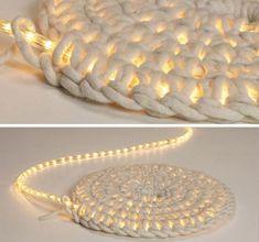Вязаный коврик со светодиодной лентой