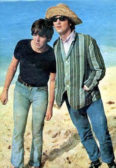 Beatles Paul and John The Beatles 1, Beatles Photos, Band On The Run, Lennon And Mccartney, Just Good Friends, Music Genius, John Paul, Sir Paul, The Fab Four