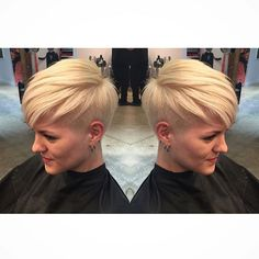 Blonde hair has always been the most appealing and sexy hair color for women whether it is a long or short haircut. Blonde Pixie Haircut, Short Blonde Pixie, Short Wavy Hair, Short Hair Styles, Hairstyles For Round Faces, Pixie Hairstyles, Blonde Hairstyles, Pixie Haircuts, Short Hair