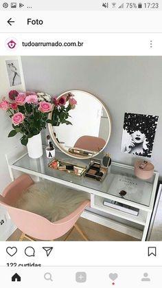 ► 17 DIY Vanity Mirror Ideas to Make Your Room More Beautiful – insp;interior design – Make-up - DIY Badezimmer Dekor Diy Vanity Mirror, Vanity Room, Vanity Ideas, Mirror Ideas, Vanity Set, Pink Mirror, Teen Vanity, Corner Vanity, Mirror Room
