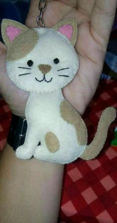 """Cats Toys Ideas - Feltros - Ideal toys for small cats"", ""Cute idea for a cat for a Quiet Book or Feltie"" Felt Christmas Decorations, Felt Christmas Ornaments, Christmas Crafts, Crochet Christmas, Fabric Crafts, Sewing Crafts, Sewing Projects, Crochet Cat Toys, Crochet Animals"