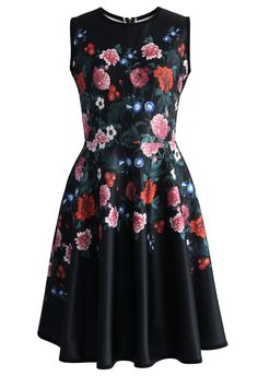 Floral Love Airy Sleeveless Flare Dress -Wow everyone with this stunning floral dress! Well finished with structured scuba fabric and features an eye-catching flower print. The inserted pockets are a continence design. Pairing with a fluffy fur scarf will make this lovely number the star of your fancy evening wardrobe.