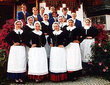 Schlesier – Wikipedia Silezyalılar[5][6][7] (Silezyaca: Ślůnzoki), büyük bölümü Polonya'da olmak üzere küçük bir kısmı Çek Cumhuriyeti ve Almanya'da yer alan Orta Avrupa'nın tarihi bölgelerinden Silezya'da yaşayan bir Batı Slav halkıdır.