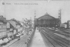 Ingang treinstation Antwerpen Centraa met zicht op de fortunia.
