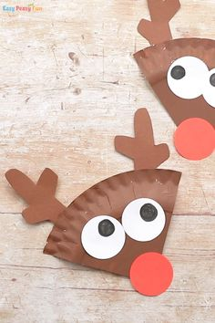 Paper Plate Reindeer Craft - Easy Peasy and Fun Have a few spare paper plates and need an easy Christmas craft idea to do with kids? Learn how to make this cool paper plate reindeer craft. Christmas Countdown Crafts, Preschool Christmas Crafts, Christmas Crafts For Kids To Make, Christmas Diy, Paper Plate Crafts, Paper Crafts For Kids, Paper Plates, Reindeer Craft, Puppet Crafts