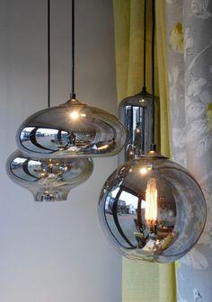 Glazen bollampen By Eve Dining Room Lighting, Home Lighting, Pendant Lighting, Dining Room Blue, Metal Wall Decor, Modern Chandelier, Light Decorations, Interior Design Living Room, Light Fixtures