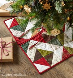 Quilting Projects, Sewing Projects, Quilting Tips, All People Quilt, Christmas Tree Skirts Patterns, American Patchwork And Quilting, Skirt Pattern Free, Christmas Crafts, Christmas Sewing