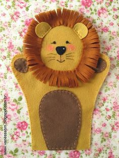 """Vanessa Biali: Puppets """"The Wizard of Oz"""" in Felt Felt Puppets, Puppets For Kids, Felt Finger Puppets, Puppet Crafts, Felt Crafts, Felt Patterns, Stuffed Toys Patterns, Animal Hand Puppets, Sewing Crafts"""
